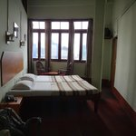  room in denzong inn