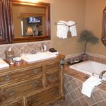  Bathroom - Vineyard Suites lll