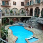  Atrium / Pool