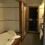  Jacuzzi and sauna in the honeymoon suite