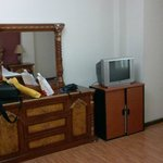 Mobili retr con TV e frigo bar scollegato