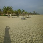  Beach at front of hotel -clean uncrowded
