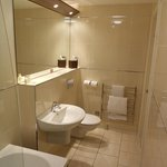  Very nice ensuite in room 14