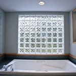 Grand Deluxe King Jacuzzi Tub