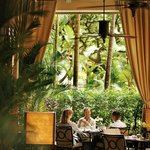 Four Seasons Hotel Singapore - The Alfresco