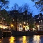  Kamer01 at Singel Canal by Night