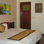  double room, with art on the wall