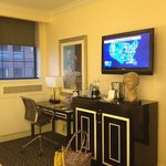  king room desk &amp; mini bar