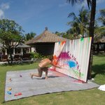 Dutch artist Raymond Hoogendorp live painting in garden Baliniksoma Resort