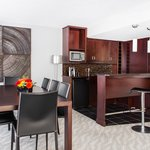 Onyx Suite Dining and Wet Bar