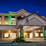  Holiday Inn Lethbridge-Great parking lot for all vehicle sizes