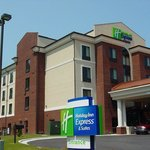  Holiday Inn Express &amp; Suites Rockingham