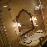  Grand Hotel, Saigon, bathroom