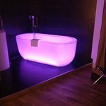  The amazing color-changing tub!!