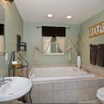  Twig Room ensuite bath with jetted tub &amp; separate shower