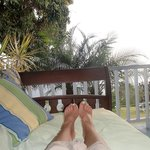  daybed relaxation on the lanai
