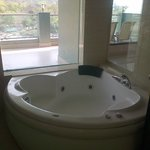  jacuzzi in the bathroom