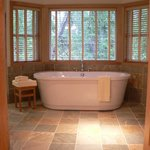  Turret Suite soaker tub