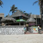  La Fonda beach entrance - the &quot;tree house&quot; in the middle is the restaurant