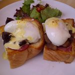  Egg Benedict @ Hummingbird Eatery