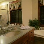 The Sandhill Crane Suite Bathroom