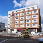  The Maidenhead Travelodge from across the main road into the town centre