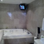  Jacuzzi TV