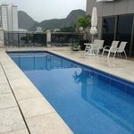  piscina de hotel , bastante agradable