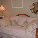 Meadowgreen Cottage Executive Suite Bed & Breakfast
