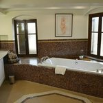 Large,beautiful bathroom/jacuzzi