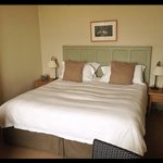  Lovely king sized bed and calming neutral colours - fabulous