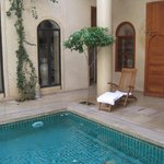  Pequea piscina del Riad