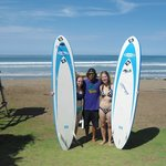  Enjoying surf lessons