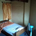 $7 room with ensuite bathroom, fan, wifi