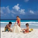Kids playing at Bsea Cancun Plaza