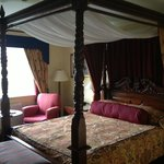 Room with a four poster bed