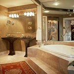 Luxury amenities & baths