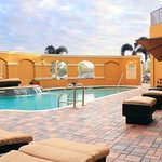  Outdoor Pool Deck