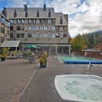 Photo de Mountain Side Hotel Whistler by Executive
