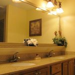  Double sink in Sunrise Suite