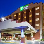  Holiday Inn Express MSP Airport Hotel Exterior
