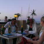  De-briefing with the Divemaster at the front of the hotel