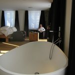  De-luxe room with bathtub
