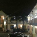  Motel style - rooms to the outside - with easy parking and palms