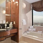 Governor Suite - Bathroom
