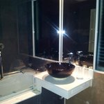  Wash basin and bathtub