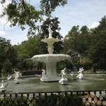  Forsyth Park fountain near the Inn