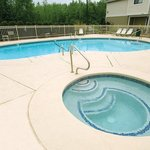  Outdoor Pool &amp; Hot Tub