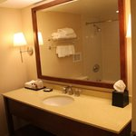 Photo de Sheraton Edison Hotel Raritan Center