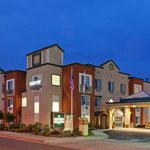  CountryInn&amp;Suites SanCarlos Exterior Dusk